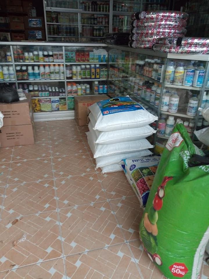 Selesai bongkar pupuk npk interflor di kios pertanian Jawa Timur