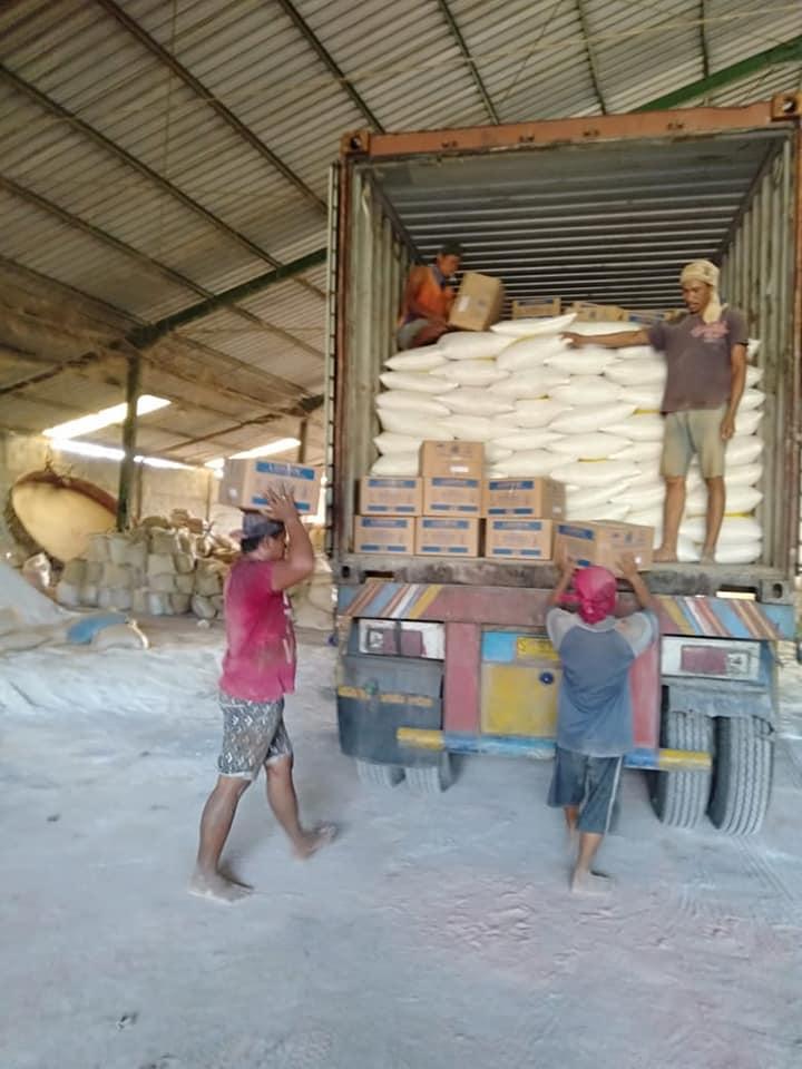 Pengiriman pupuk npk hibaflor dan phospat alam binus ke Kalimantan Barat sebanyak 2 petikemas
