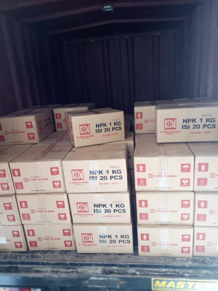 Pengiriman pupuk npk interflor ke kios pertanian Madura sebanyak 300 box  kemasan 1kg