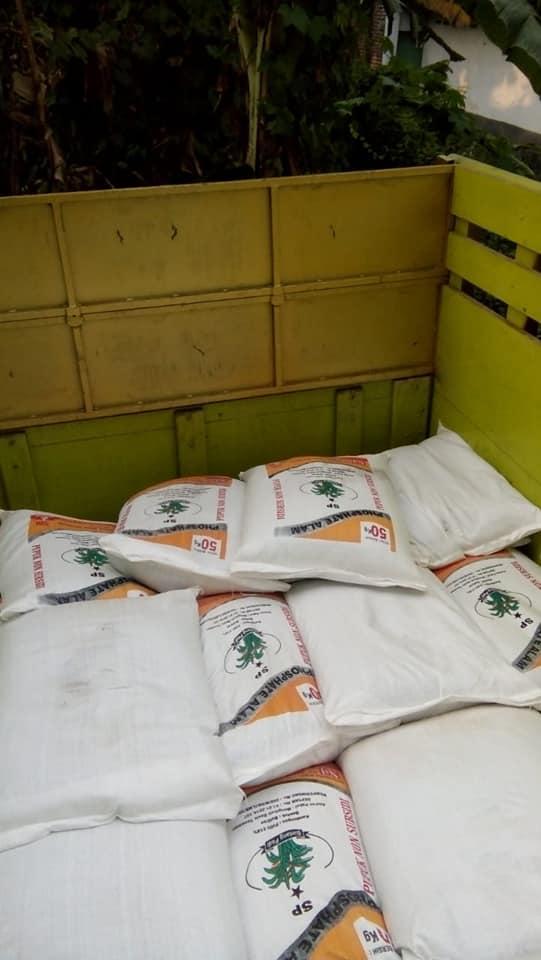 Pengiriman ke Situbondo sebanyak 2 truk pupuk phosat alam bintang padi