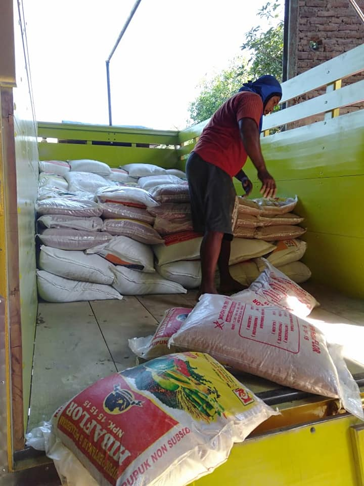 Pengiriman pupuk npk hibaflor ke kios pertanian Bojonegoro