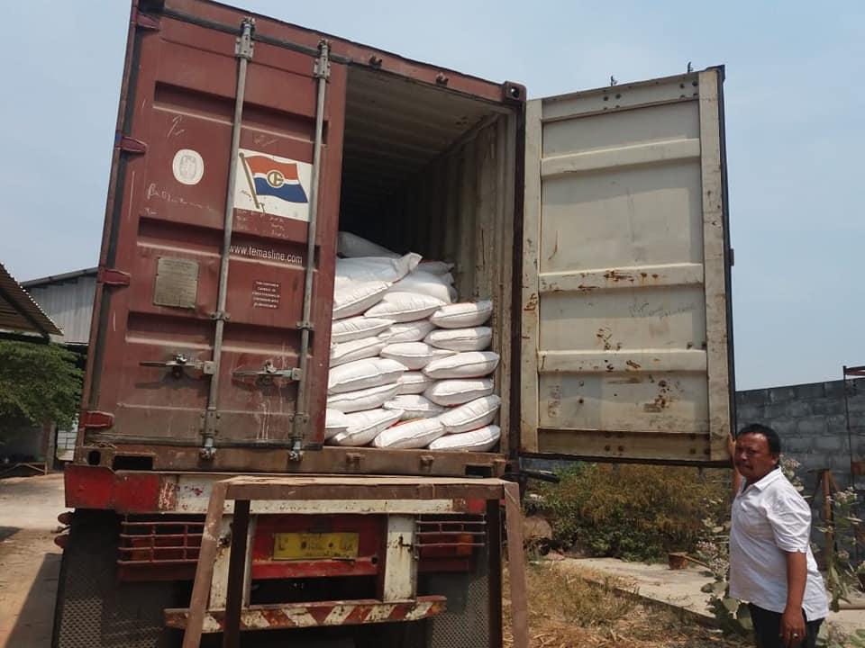 Selesai muat pupuk NK chalon tujuan Sumatra sebanyak 3 kontainer