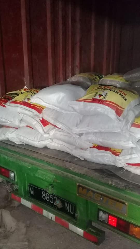 Pupuk NPK Hibaflor dan NK Chalon di kios pertanian Ponorogo