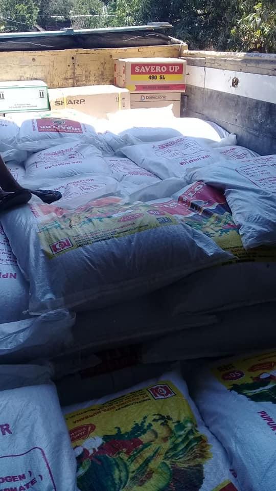 Pengiriman pupuk sebanyak 3 truk ke kios pertanian kota ponorogo dan Tulungagungdengan memberikan bonus 2 unit kulkas demi kepuasan pelanggan