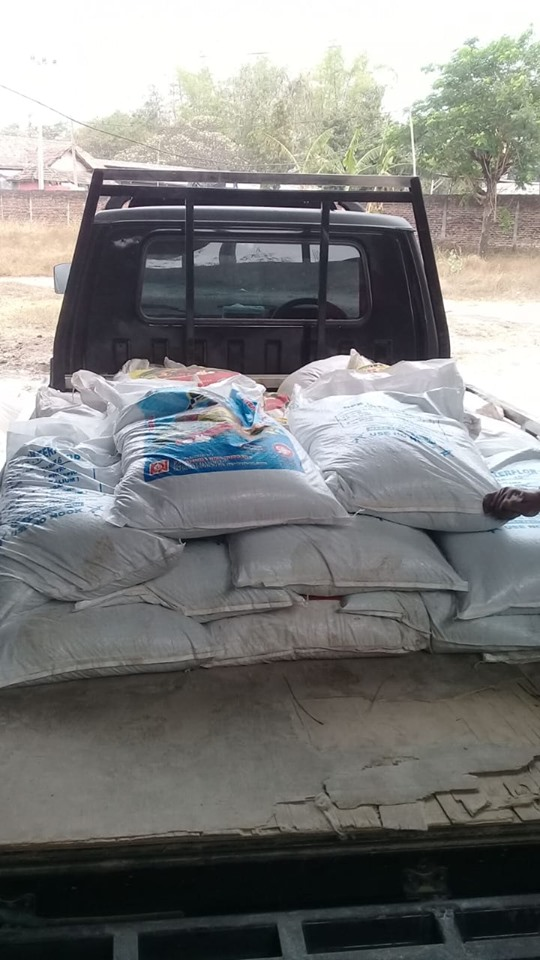 Pengiriman pupuk ke kios pertanian Nganjuk