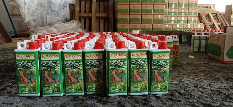 Kerja lembur produksi pupuk cair S. Florans untuk PT. Santani Agro deler R1 Sumatra Palembang