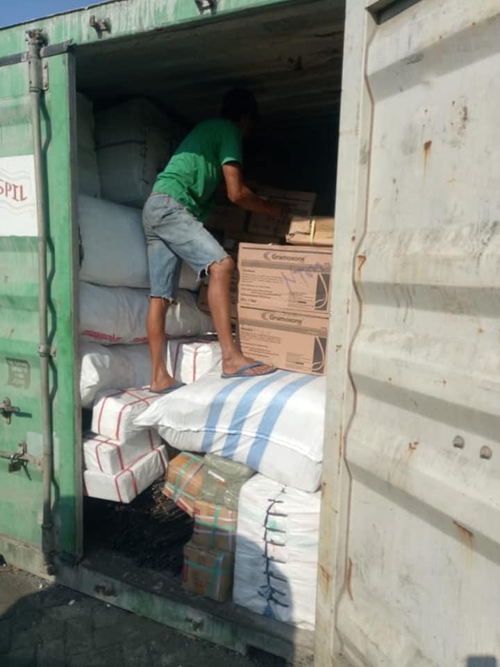 Selesai bongkar barang untuk pengadaan proyek papua