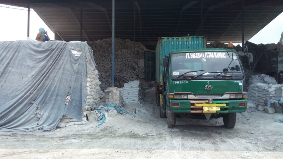 Muat dolomit sebanyak 3 konteiner ke pangkalanbun Kalimantan Tengah