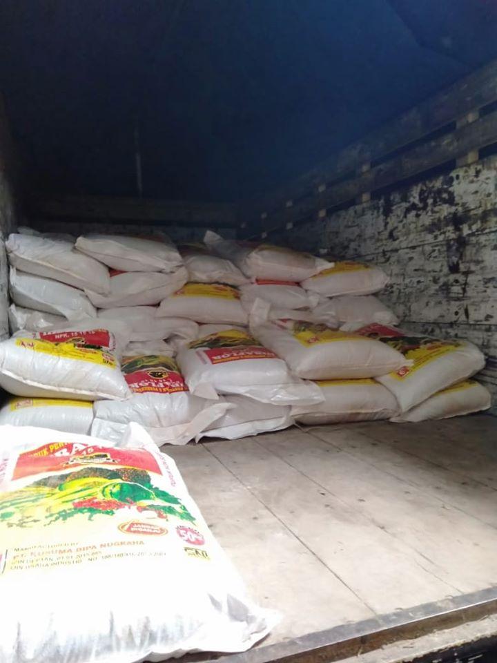 Pengiriman pupuk npk hibaflor sebanyak 8 ton ke kios pertanian Ponorogo