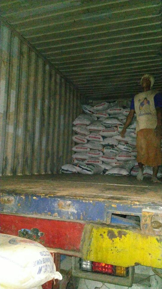 Lembur muat pupuk urea non subsidi tujuan Sulawesi