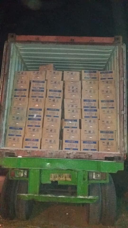 Lembur malam lagi muat 2 konteiner pupuk npk hibaflor dan npk tablet  tujuan Pontianak