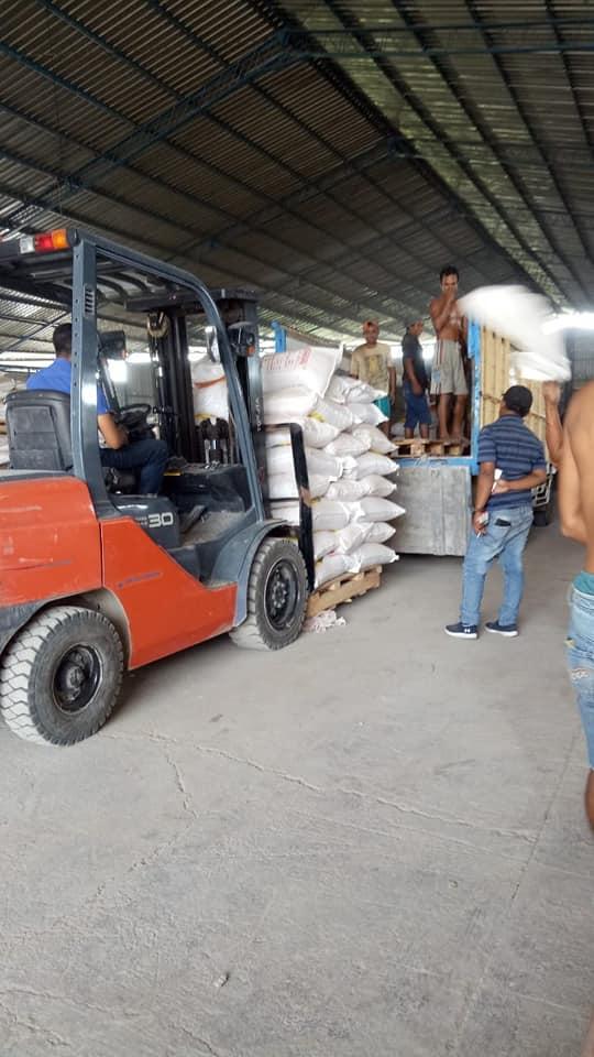 Proses muat pupuk npk hibaflor, pupuk bantuan pemerintah lokalan perbatasan Jawa Tengah dan Jawa Barat