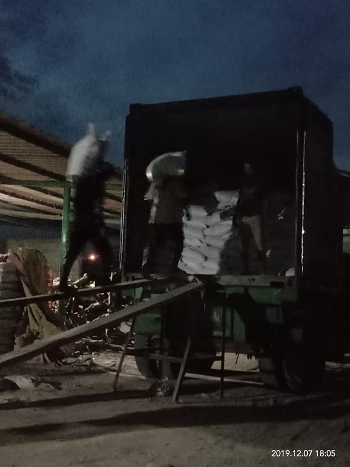 Lembur kerja malam ngecek muatan pupuk phospat alam bintang padi tujuan Aceh