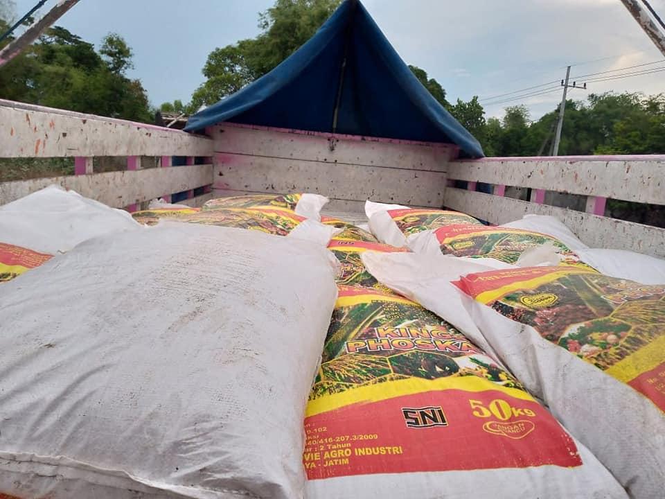 Selesai muat pupuk kings phoska tujuan Bali sebanyak 2 truk, 20 ton
