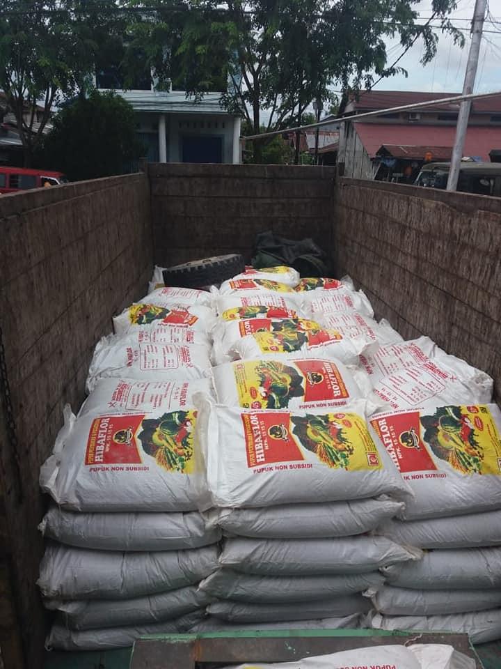 Proses bongkar segel peti kemas di pelabuhan Kalimantan Barat sebanyak 8 konteiner