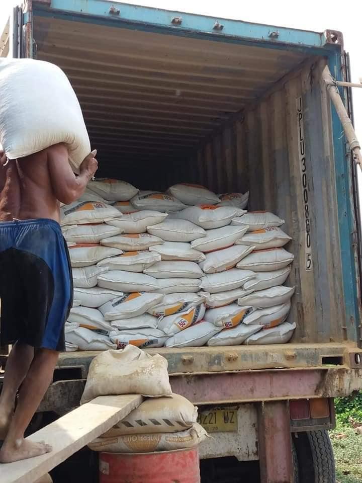 Selesai muat pupuk phospat alam bintang padi tujuan Kalimantan Barat