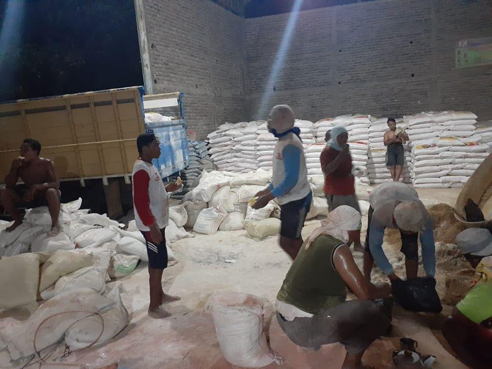 Persiapan malam minggu lembur kerja untuk muat pupuk kings phoska tujuan Lokalan Jawa Tengah
