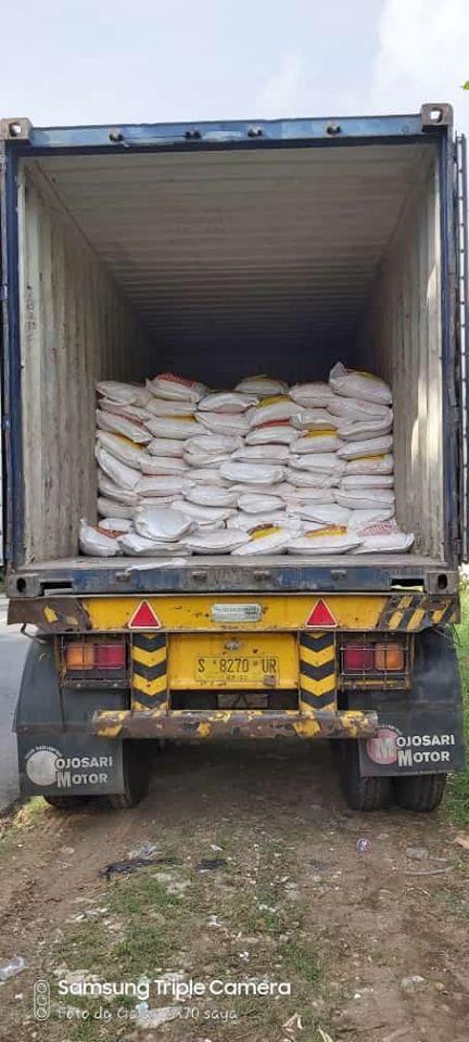 Selesai muat pupuk npk hibaflor sebanyak 2 konteiner tujuan kota Makassar