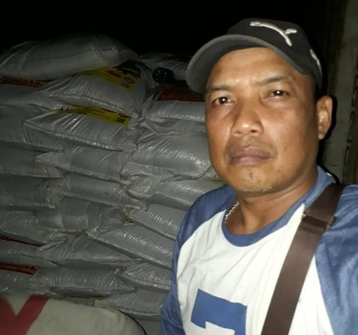 Semangat buat petugas PT. kdn mengawasi bongkar muat pupuk di pelabuhan Kalimantan