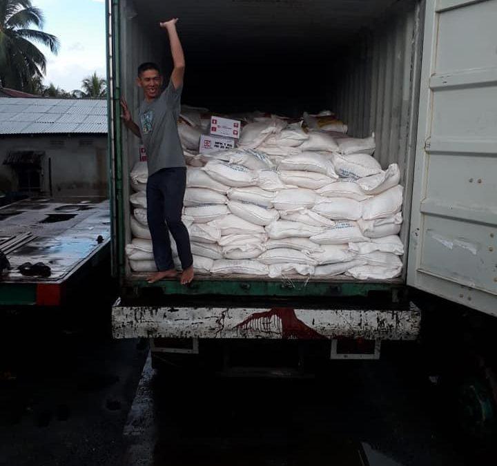 Bongkar pupuk hibaflor di pelabuhan Kalimantan