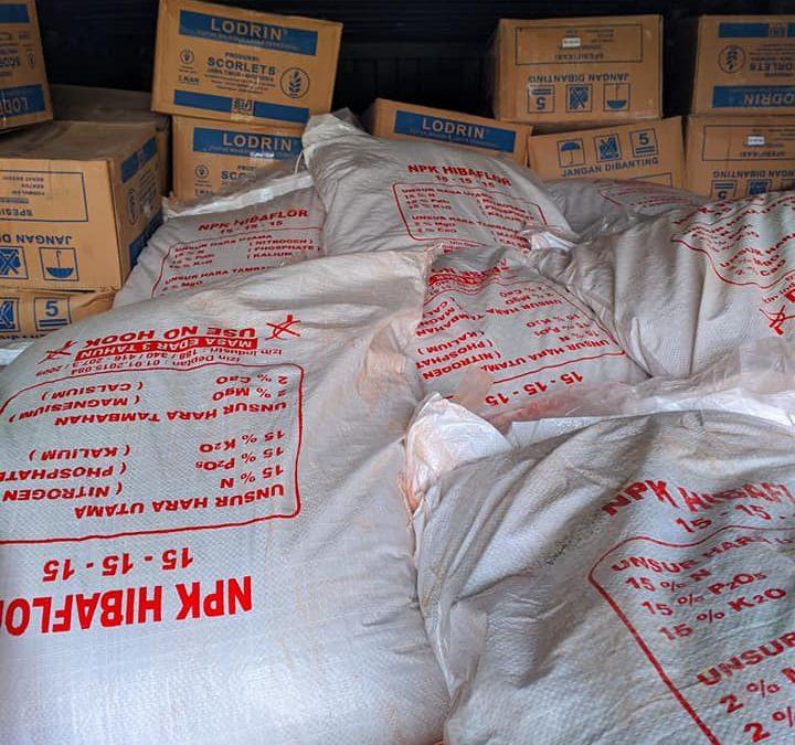 Muat pupuk npk hibaflor, tablet, dosdet, sp sebanyak 2 peti kemas tujuan Kalimantan Barat