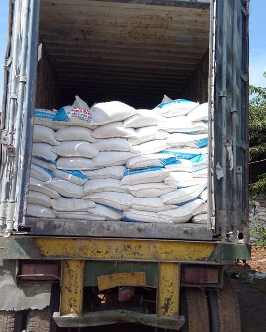 Proses muat pupuk kings phoska sebanyak dua konteiner tujuan kota Makassar