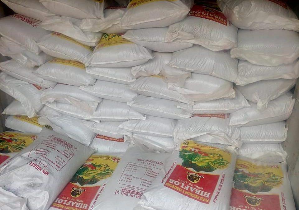 Proses muat pupuk npk hibaflor sebanyak 1 kontener ke Kalimantan Barat