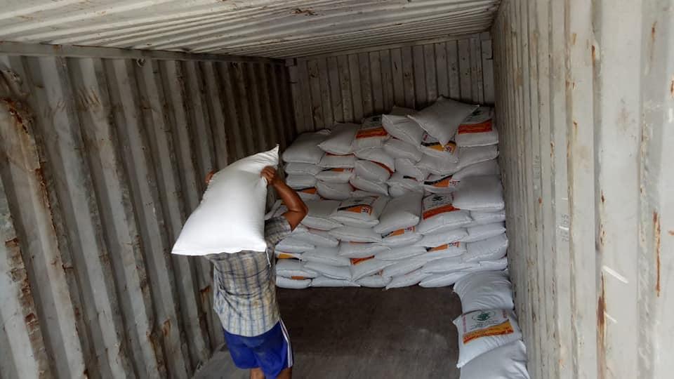 Muat pupuk phospat alam bintang padi tujuan Kalimantan Barat