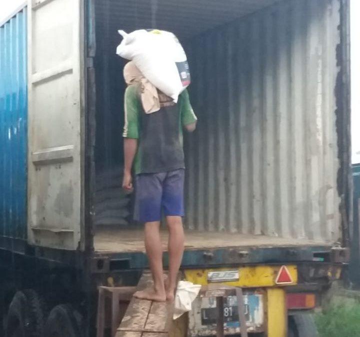 Pengiriman pupuk ke Kalimantan Barat