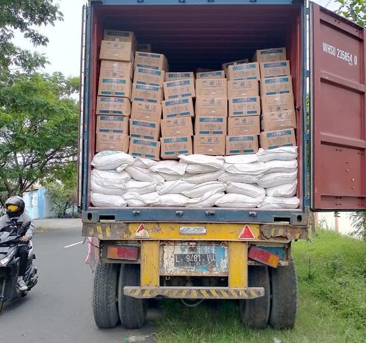 Muat pupuk ke kontainer, tujuan pengiriman ke kalimantan barat